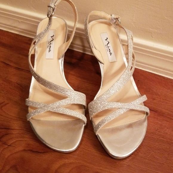 545a3e8e5b4fd Nina Nelda Silver Sandal. Size 9. M 5c2abbcc04e33d246b4f2ae7